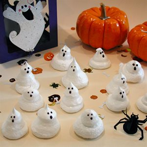 Ghoulish Meringue Ghosts